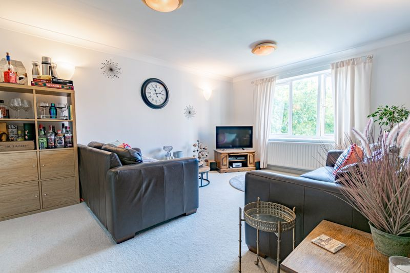 2 bed flat for sale in Stratford Gardens  - Property Image 3