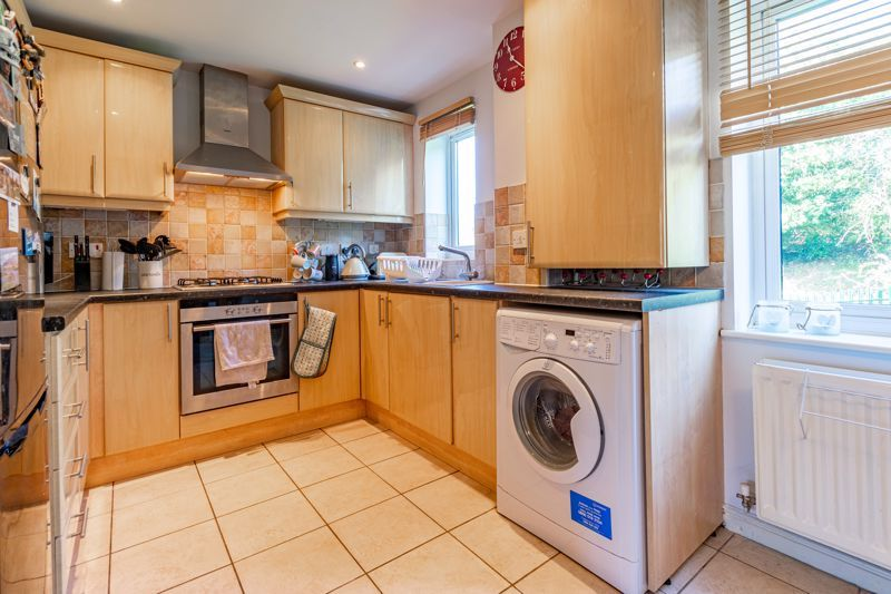 2 bed flat for sale in Stratford Gardens 5