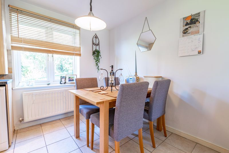 2 bed flat for sale in Stratford Gardens 6