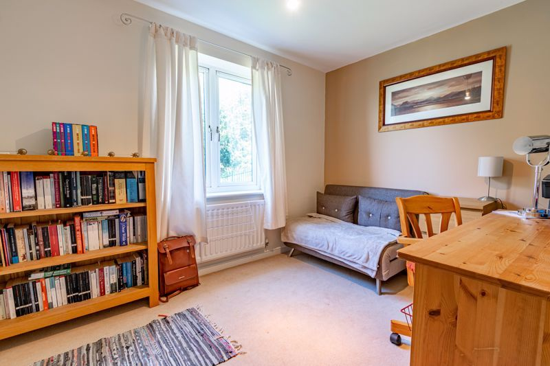 2 bed flat for sale in Stratford Gardens 9