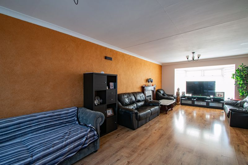 6 bed house for sale in Springfield Road 2