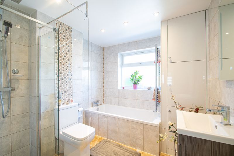 6 bed house for sale in Springfield Road  - Property Image 12