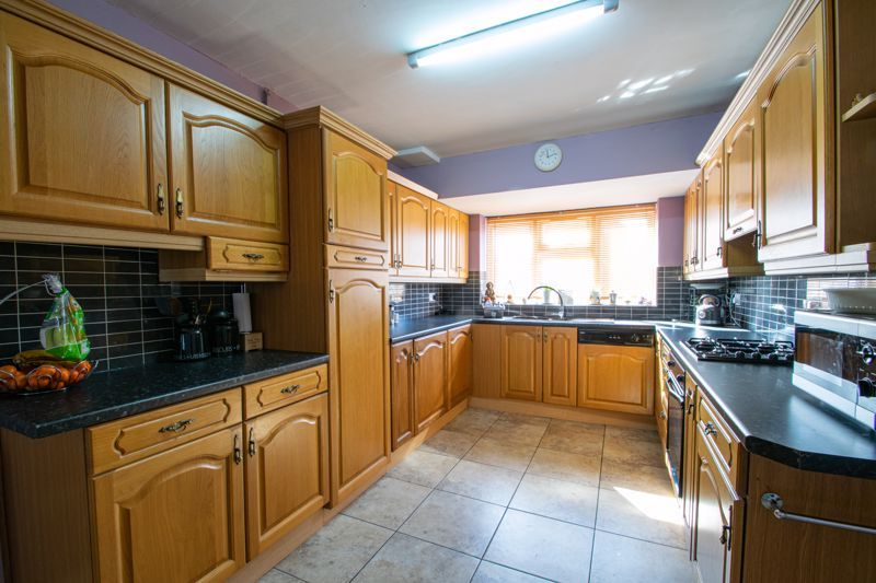 5 bed house for sale in Springfield Road 16
