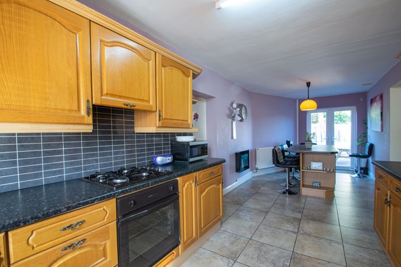 6 bed house for sale in Springfield Road 3