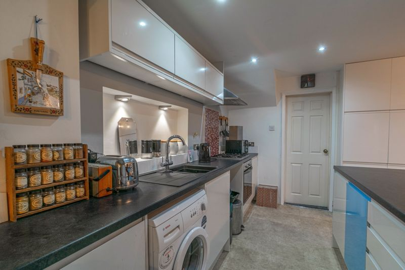 4 bed house for sale in Bodenham Close  - Property Image 3