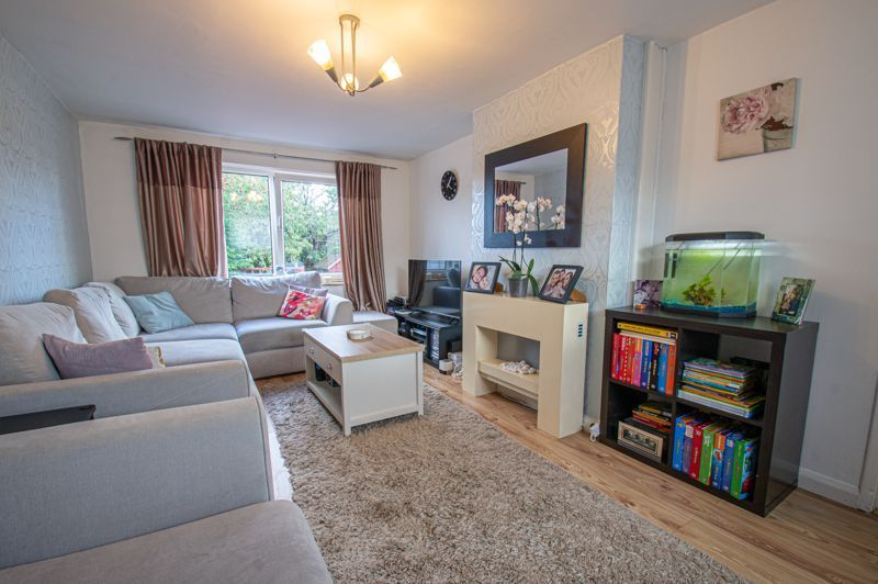 2 bed house for sale in Catherine Close 3