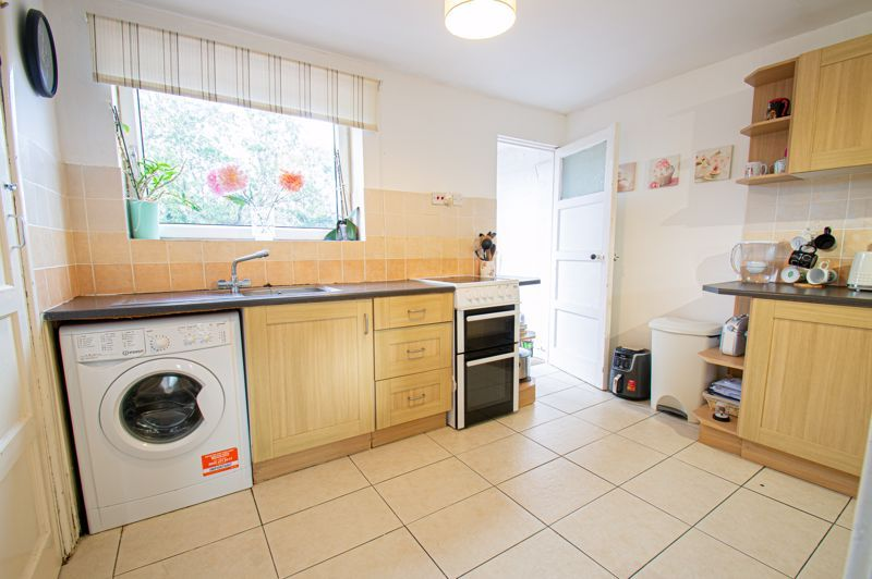 2 bed house for sale in Catherine Close 4