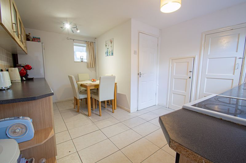 2 bed house for sale in Catherine Close 6