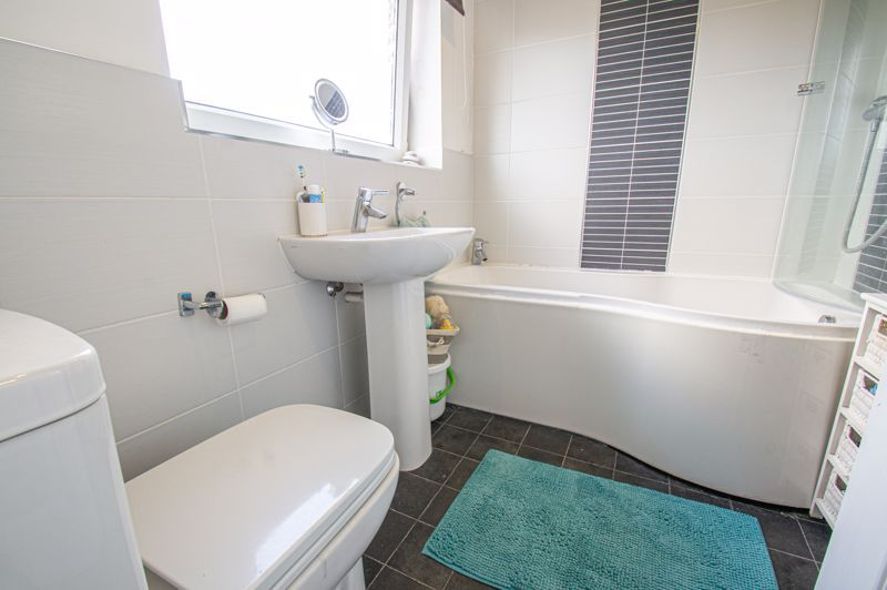 2 bed house for sale in Catherine Close 10