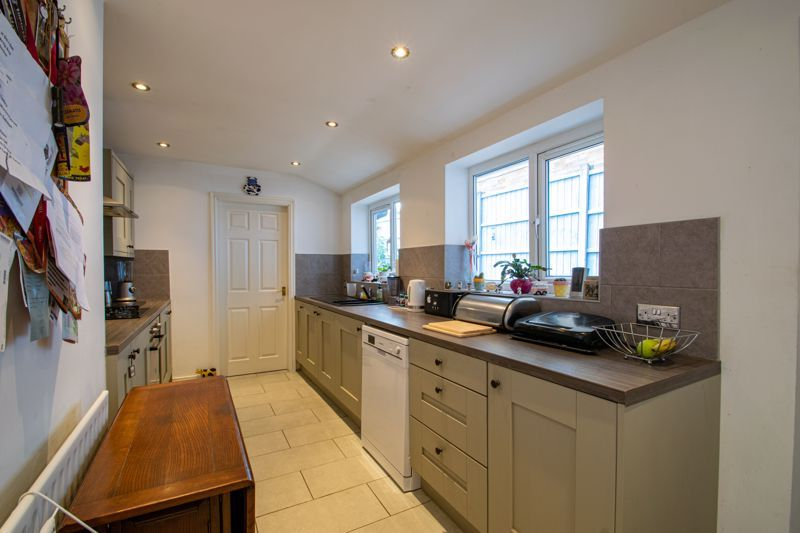 2 bed house for sale in Swan Street 6