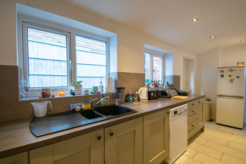 2 bed house for sale in Swan Street 7