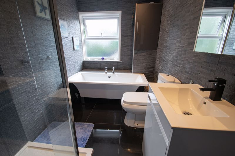 2 bed house for sale in Swan Street 10