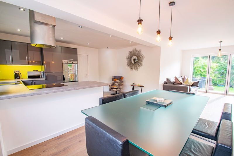 4 bed house for sale in Stonehouse Road  - Property Image 3