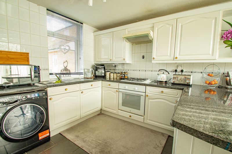 2 bed house for sale in Drayton Close 4