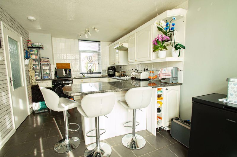 2 bed house for sale in Drayton Close 6