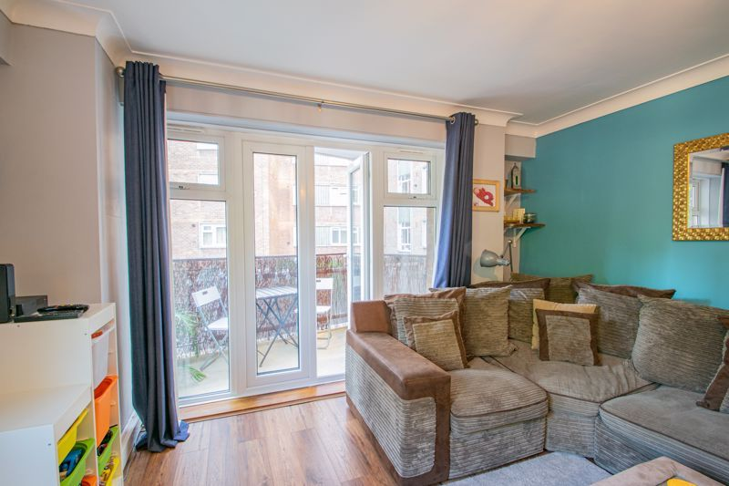 2 bed flat for sale in Melville Road 5