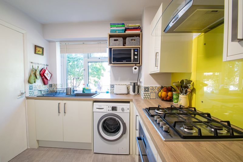 2 bed flat for sale in Melville Road 6