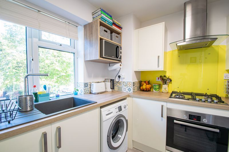 2 bed flat for sale in Melville Road 7