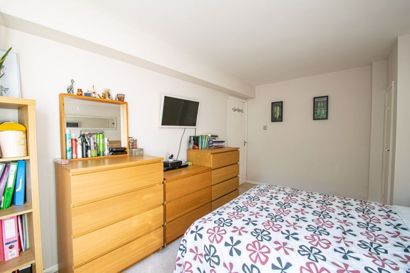 2 bed flat for sale in Melville Road 9