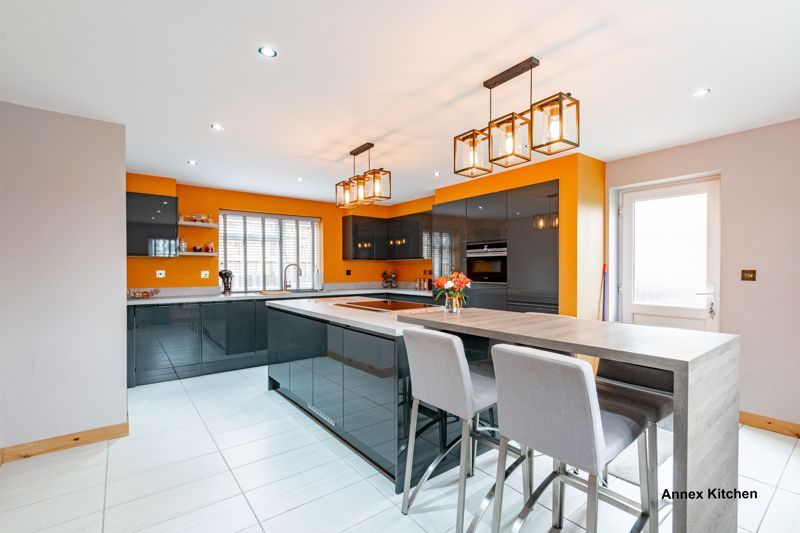 5 bed house for sale in Hazelton Road  - Property Image 2