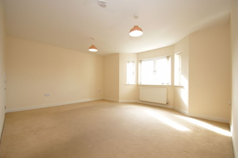 2 bed flat for sale in Hewell Road 2
