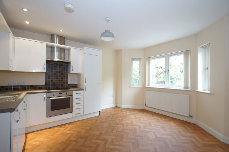 2 bed flat for sale in Hewell Road 3