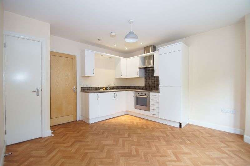 2 bed flat for sale in Hewell Road 4