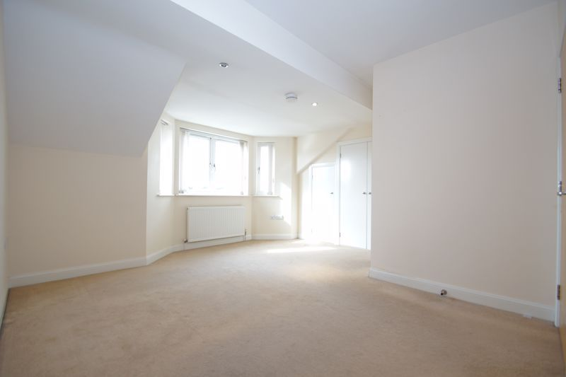 2 bed flat for sale in Hewell Road  - Property Image 5