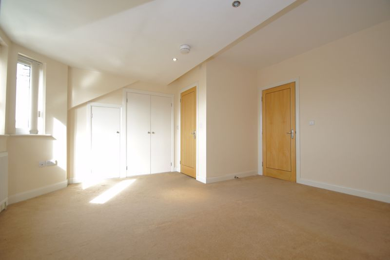 2 bed flat for sale in Hewell Road 6