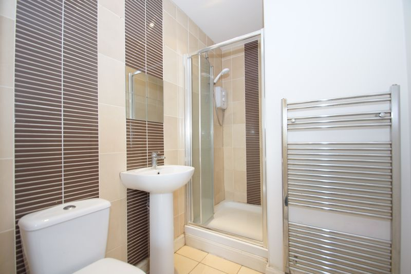 2 bed flat for sale in Hewell Road 7