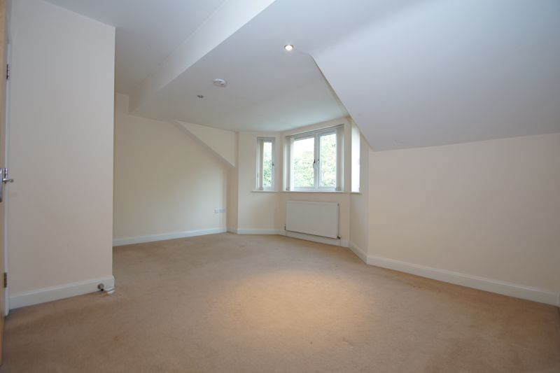 2 bed flat for sale in Hewell Road  - Property Image 8