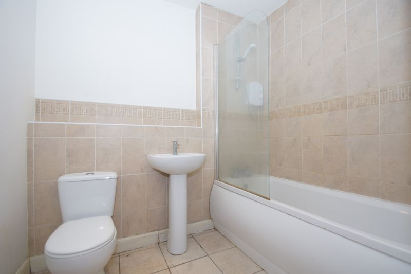 2 bed flat for sale in Hewell Road 9