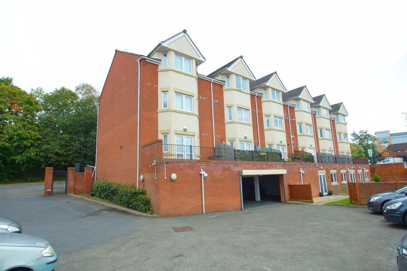 2 bed flat for sale in Hewell Road 10