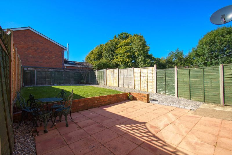 2 bed house for sale in Stoneleigh Close 11