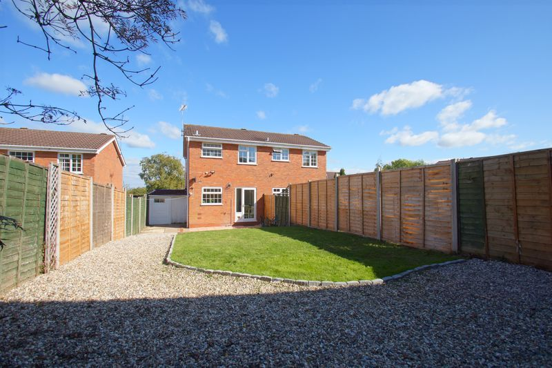 2 bed house for sale in Stoneleigh Close 3