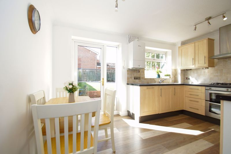 2 bed house for sale in Stoneleigh Close 5