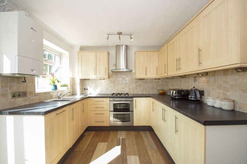 2 bed house for sale in Stoneleigh Close 6