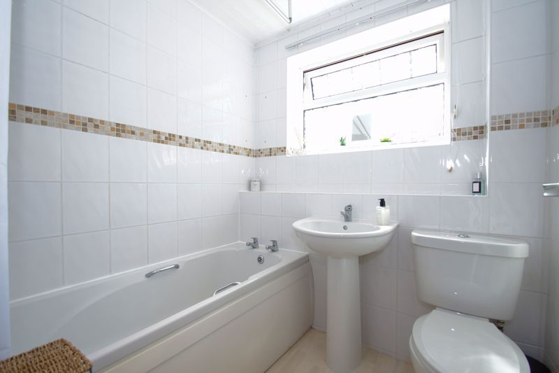 2 bed house for sale in Stoneleigh Close 10