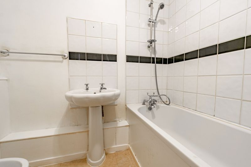 1 bed flat for sale in Burcot Lane 7