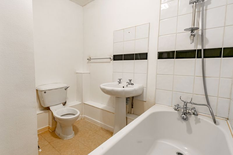 1 bed flat for sale in Burcot Lane 8
