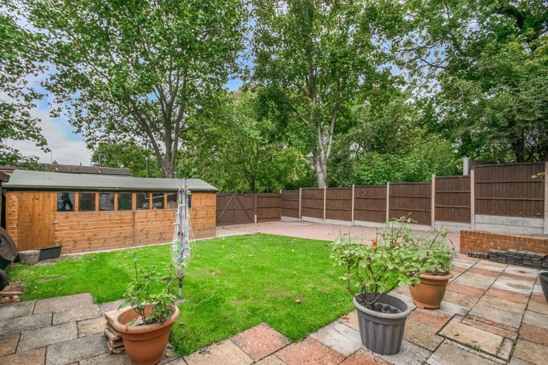 3 bed house for sale in Greenlands Avenue 12