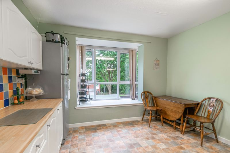 3 bed house for sale in Greenlands Avenue 4