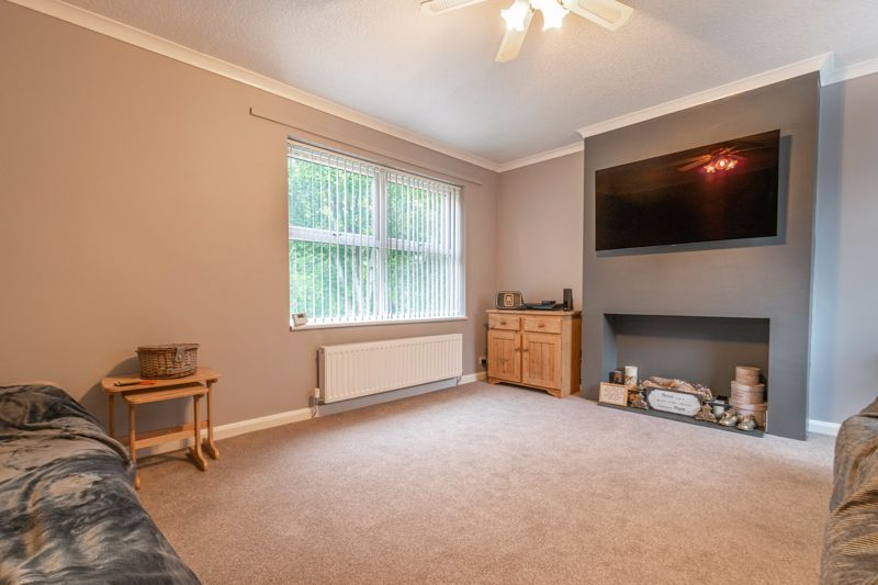 3 bed house for sale in Greenlands Avenue 5