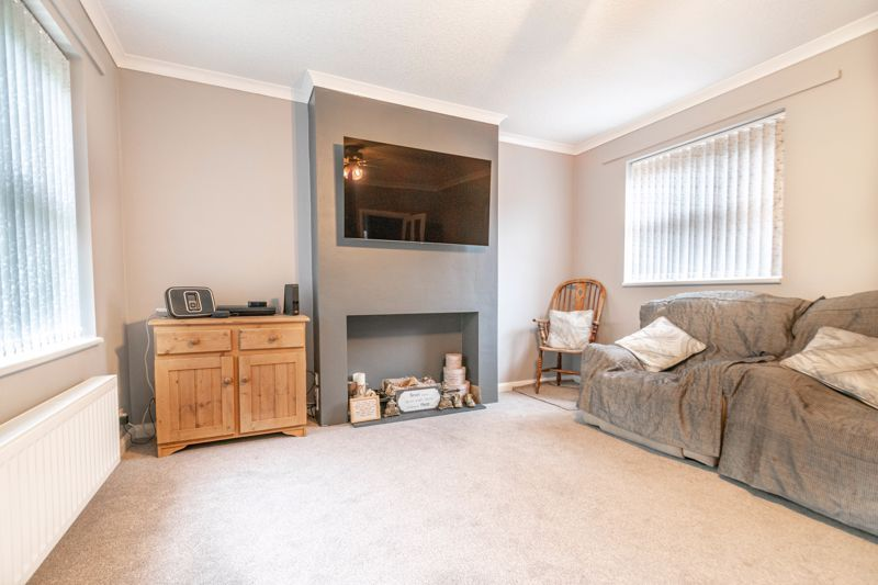 3 bed house for sale in Greenlands Avenue 6