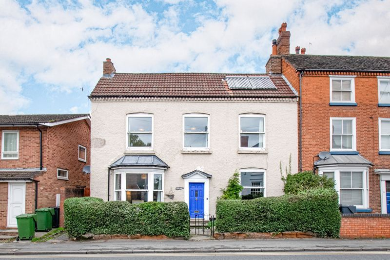 6 bed house for sale in Worcester Road 1