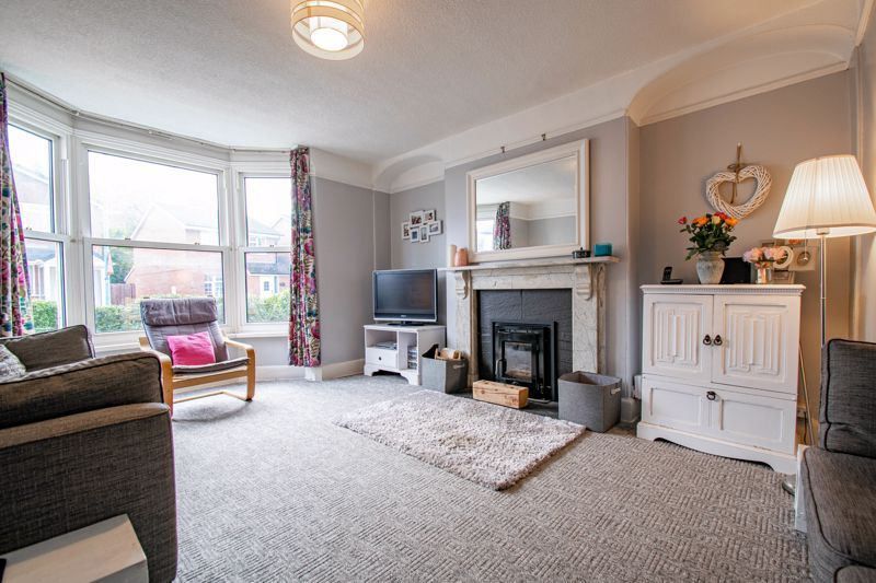 6 bed house for sale in Worcester Road 2