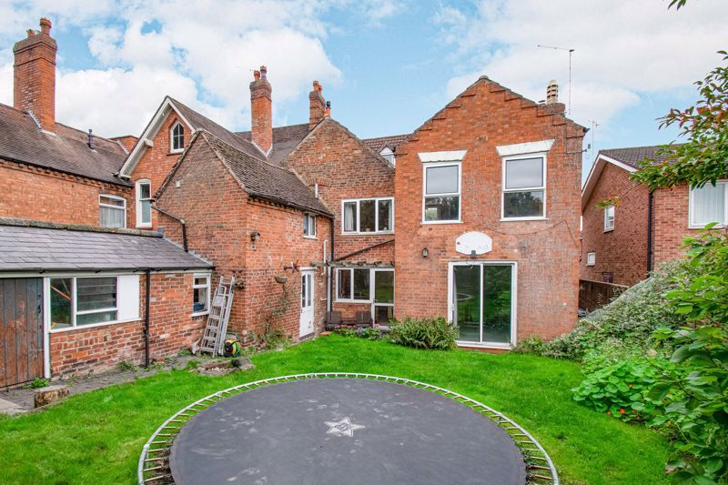 6 bed house for sale in Worcester Road 13