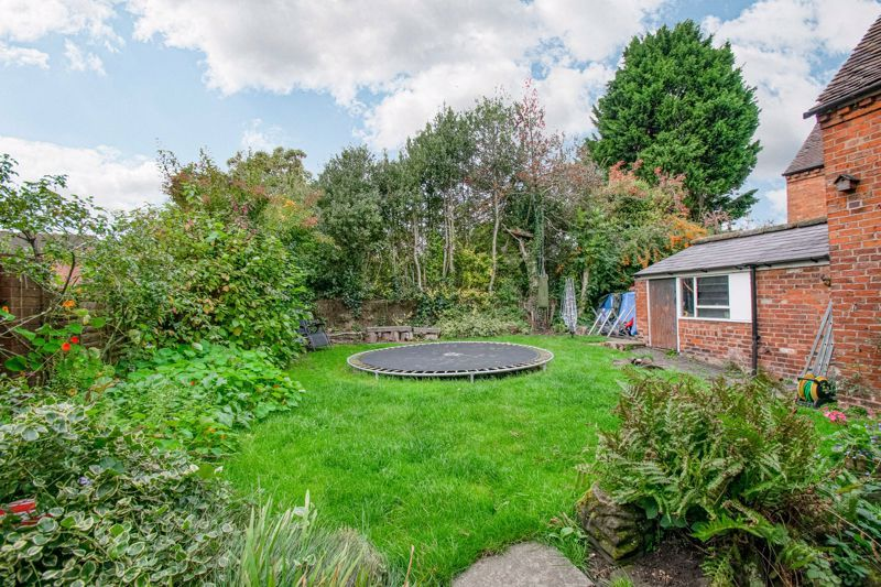 6 bed house for sale in Worcester Road 14