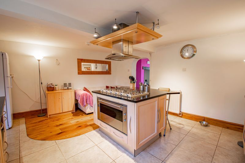 6 bed house for sale in Worcester Road 17
