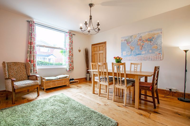 6 bed house for sale in Worcester Road 4
